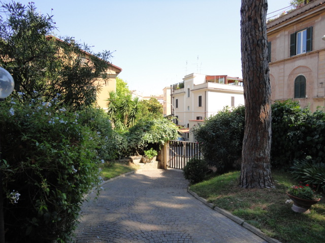 Garbatella - Via Pomponia Grecina