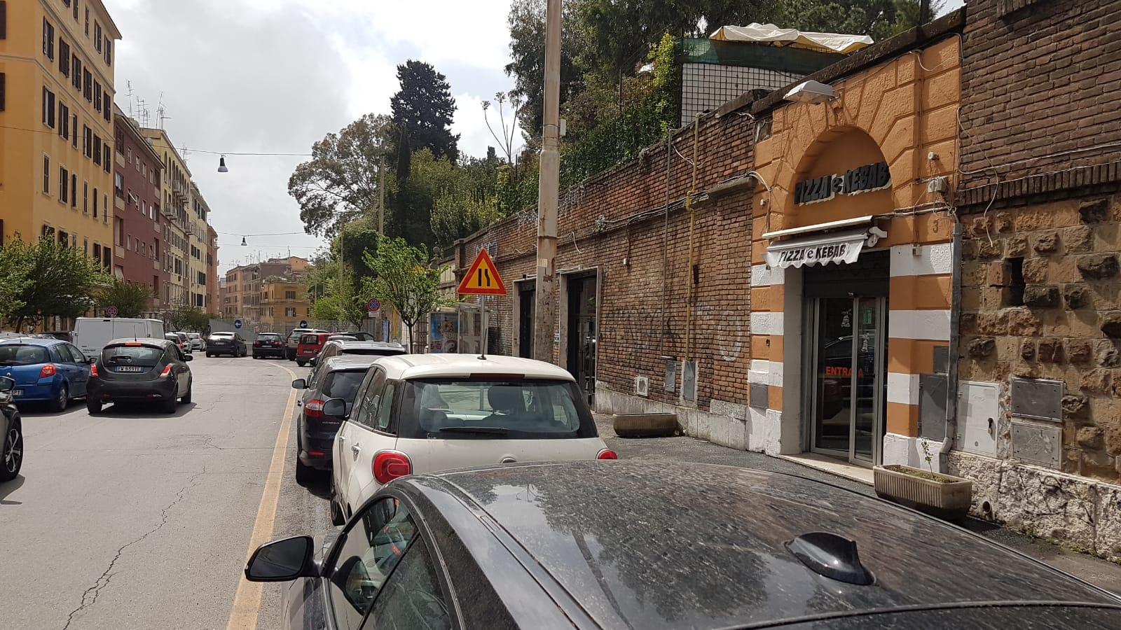 San Lorenzo – Università La Sapienza – Pizzeria al taglio calda con CANNA FUMARIA