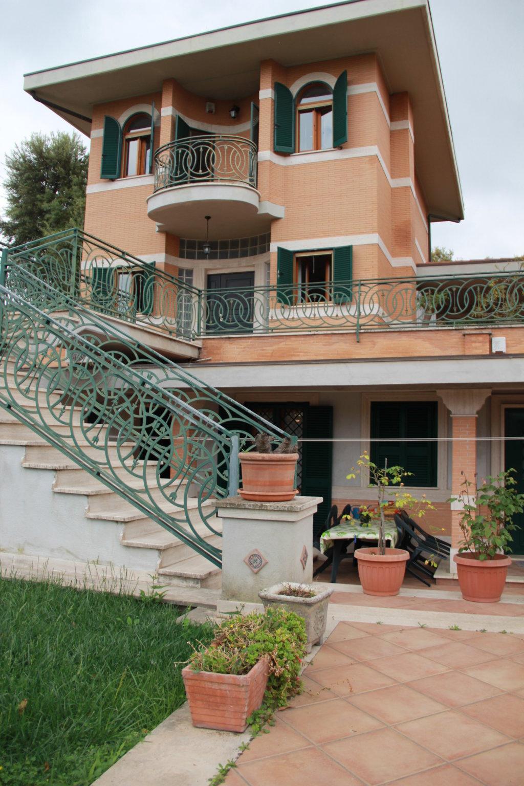 Aurelio – Via di Val Cannuta -Prestigiosa villa di ampia metratura