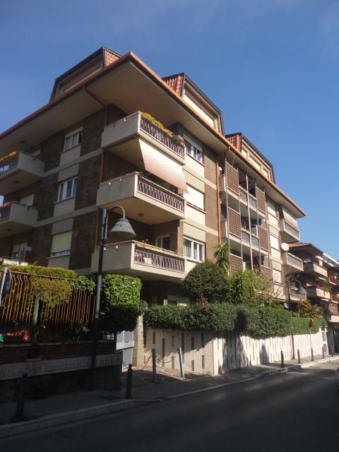 Grottaferrata – via A. Cassani appartamento ampia metratura